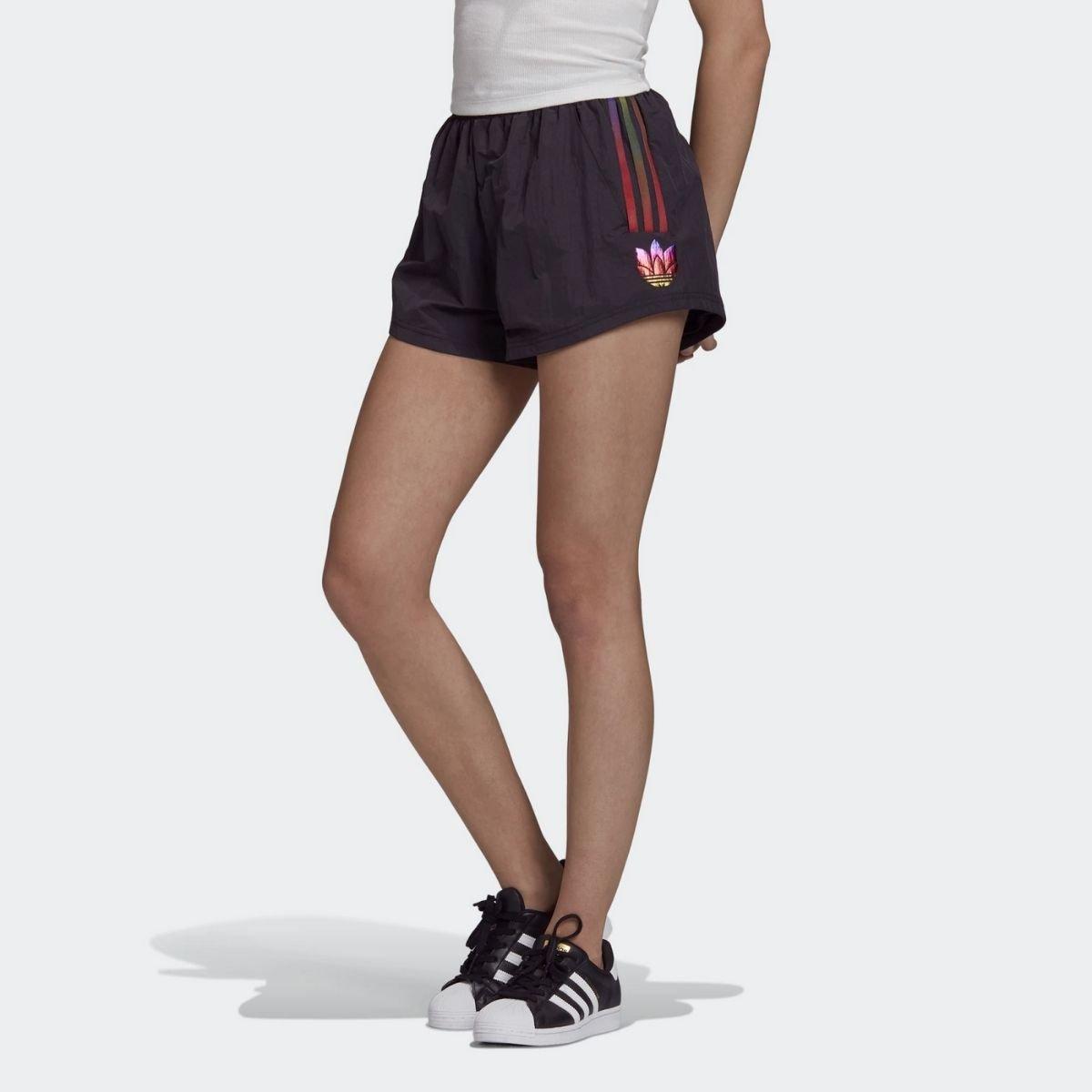 Short Adidas Logo...